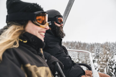 Italy, Modena, Cimone, couple in a ski lift - JPIF00004