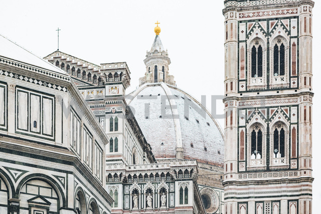 Italy, Florence, view to snow-covered dome of Basilica di Santa Maria del Fiore - MGIF00209 - Giorgio Magini/Westend61