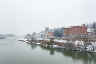 Italy, Florence, view to Arno river on a snowy day - MGIF00215