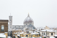 Italy, Florence, view to snow-covered  Basilica di Santa Maria del Fiore - MGIF00224
