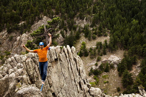 A male highliner walks the Elephant Buttresses highline in Boulder Canyon, Colorado. - AURF01969