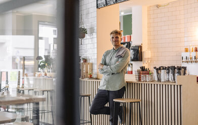 Young man working in his start-up cafe, portrait - GUSF01219