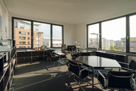 Modern office with city view - KNSF04547