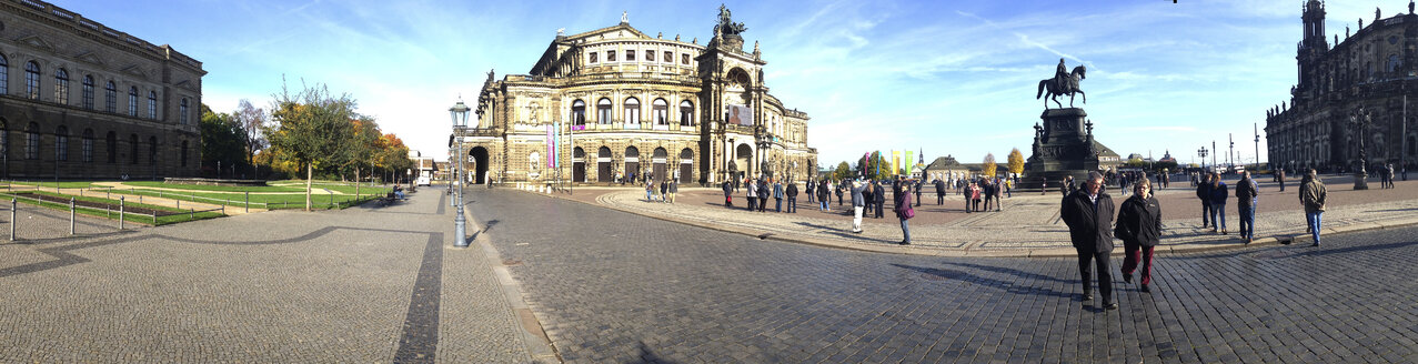 Germany, Saxony, Dresden, view to Semper Opera House at Theatre Square - WW04254
