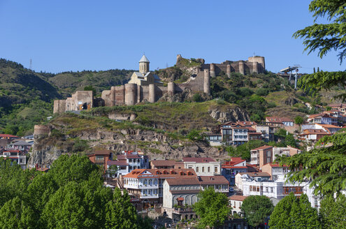 Georgia, Tbilisi, City view over Kura river, with Narikala fortress in background - WWF04264