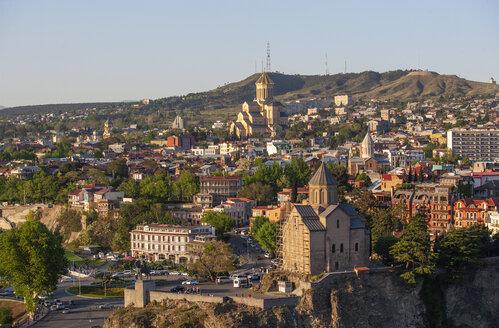 Georgia, Tbilisi, Kura river and Sameba Cathedral in old town - WWF04267