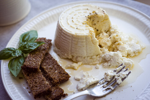 Ricotta cheese with honey and brown bread on plate - RAMAF00013