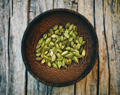 Cardamom capsules in wooden bowl - RAMAF00106