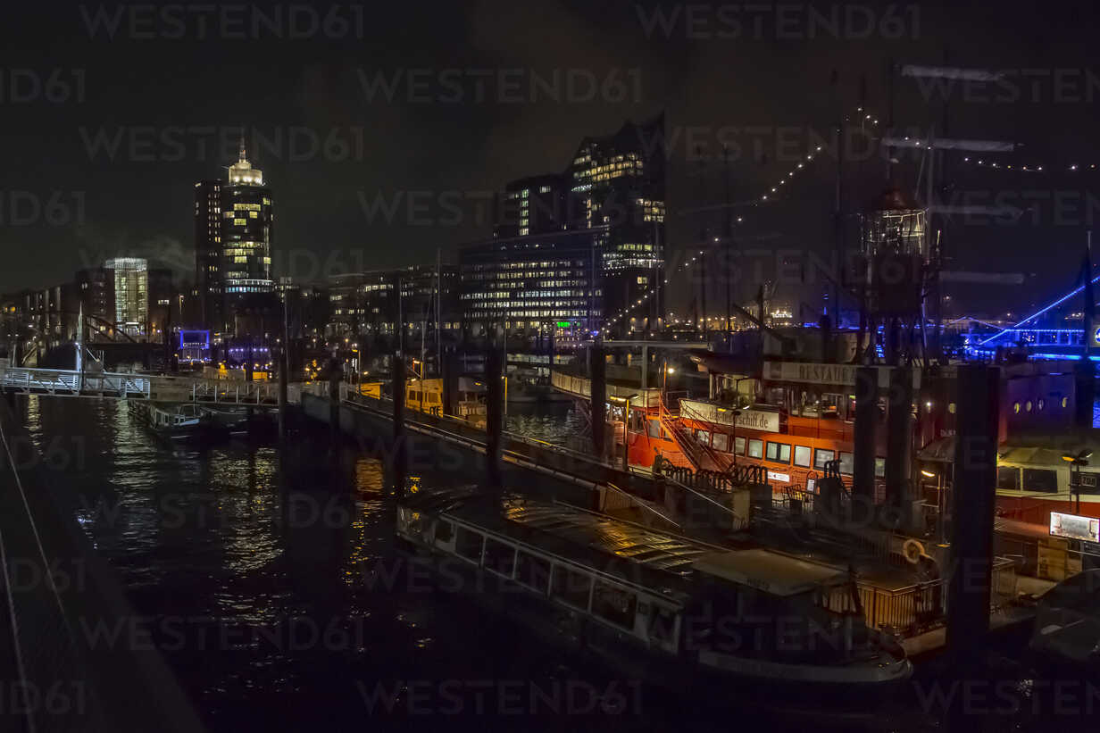 Germany, Hamburg, Hamburg harbour at night - NG00488 - Nadine Ginzel/Westend61