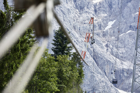 Germany, Bavaria, Garmisch-Partenkirchen, Zugspitze, installers working on poles of a goods cable lift - CVF01077