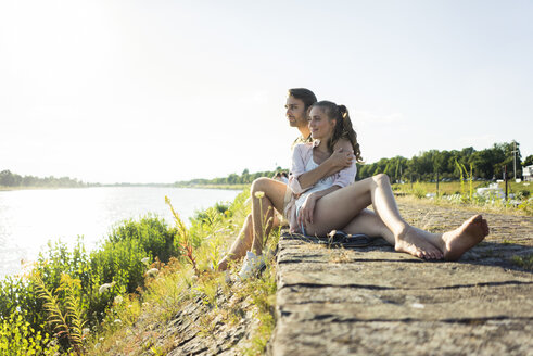 Couple relaxing at the riverside in summer - JOSF02615