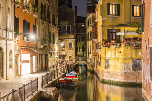 Italy, Venice, Canal and houses at night - JUNF01203