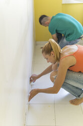Couple preparing room at new home for renovation - FBAF00019