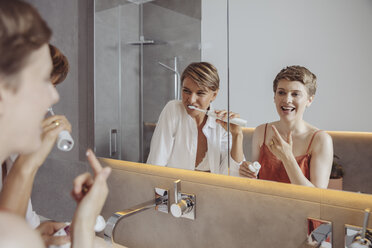 Lesbian couple getting ready for their day in the bathroom - MFF04445