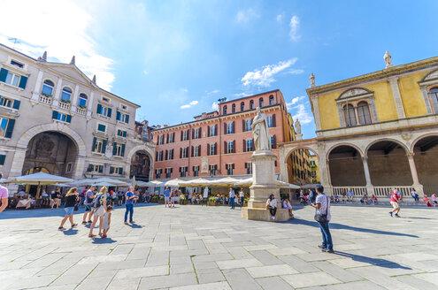 Italy, Verona, Piazza dei Signori with statue of Dante Alighieri - MH00466