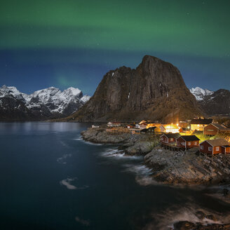Northern Lights - Aurora Borealis shine in sky over Hamn├©y, near Reine, Moskenes├©y, Lofoten Islands, Norway - AURF03418