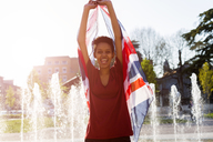 Portrait of laughing young woman with Union Jack - GIOF04273
