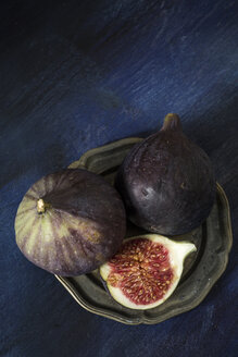 Whole and sliced figs on plate - JES00149