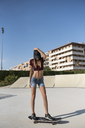 Young woman skateboarding in skate park - JASF01939