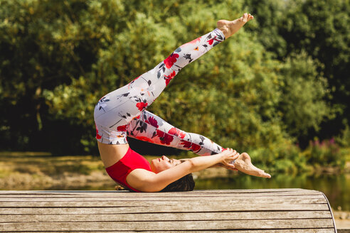 Young woman practicing Pilates in an urban park - NMSF00229