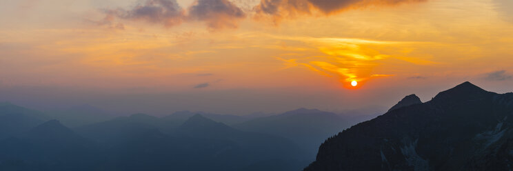 Germany, Bavaria, Allgaeu, Allgaeu Alps, View from Zeigersattel at Nebelhorn at sunset - WGF01242