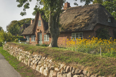 Germany, Schleswig-Holstein, Sylt, Keitum, thatched-roof house - KEBF00937