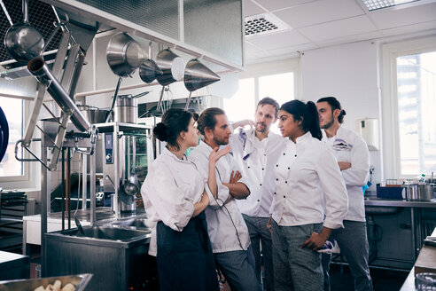 Chefs communicating in commercial kitchen - MASF08659