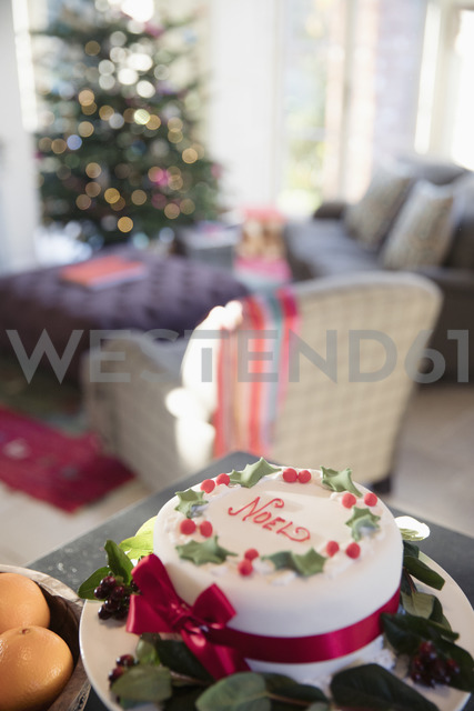 Decorated noel Christmas cake on sideboard in living room - HOXF03885 - Sam Edwards/Westend61