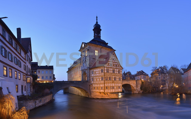 Germany, Bamberg, view to town hall at blue hour - RUEF01939 - Martin Rügner/Westend61