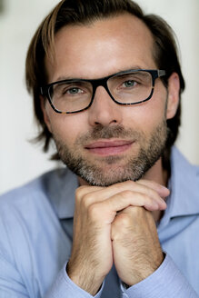 Portrait of confident man wearing glasses - HHLMF00377
