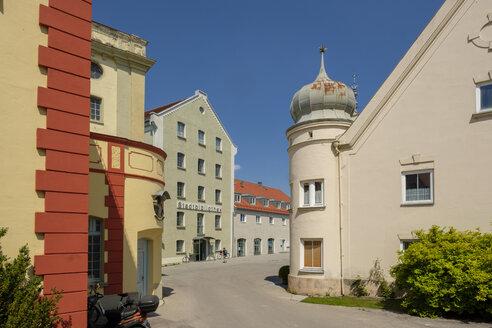 Germany, Bavaria, Fuerstenfeldbruck, city library in the   Aumuehle, Bullachstrasse - LBF02042