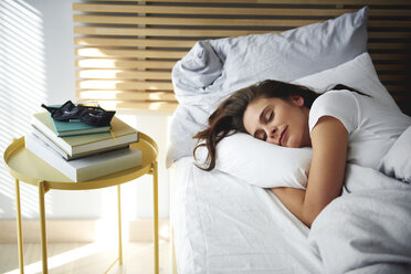 Portrait of woman sleeping in bed by daylight - ABIF01005