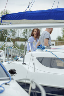 Happy couple on a sailing boat - JZF00012