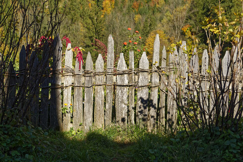 Germany, Bavaria, Upper Bavaria, old wooden fence - LHF00584