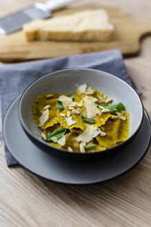Ravioli vegan with sage leaves, pine nuts and grana cheese - GIOF04404