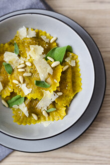 Ravioli vegan with sage leaves, pine nuts and grana cheese - GIOF04407