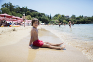 Portrait of a boy sitting on the beach - AZOF00050