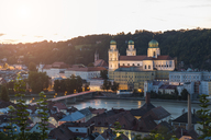 Germany, Bavaria, Passau, St. Stephen's Cathedral and Inn River in the evening - JUNF01288