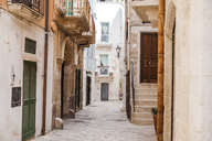 Italy, Puglia, Polognano a Mare, narrow alley at historic old town - FLMF00041