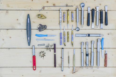 Assortment of carving tools - FBAF00106