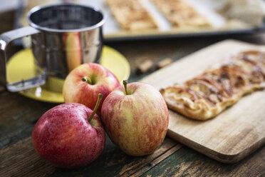 Preparing Apple Pie - GIOF04487