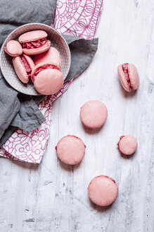 Pink macarons filled with raspberry buttercream - SBDF03763