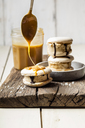 Macarons filled with salted caramel icecream - SBDF03766