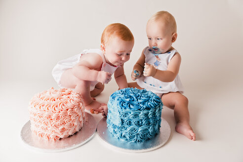 Two babies testing birthday cakes - NMS00263