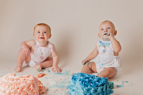 Portrait of two babies having fun with birthday cakes - NMS00269
