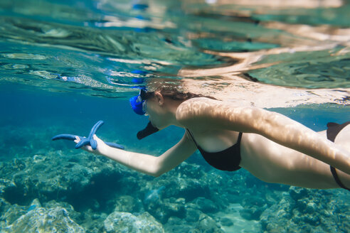 Indonesia, Bali, young woman snorkeling - AURF06978