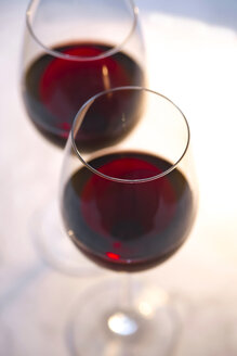 Two glasses of red wine - JTF01084