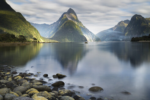 New Zealand, South Island, Fjordland National Park, Milford Sound - MKFF00398