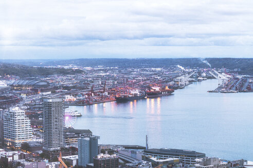 USA, Washington State, Seattle, Harbour in the evening - MMAF00574