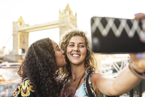 UK, London, two friends taking a selfie with Tower Bridge in background - WPEF00826